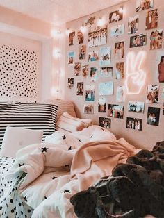 39 Cute Dorm Rooms We're Obsessing Over Right Now - By Sophia Lee this dorm room is my favorite room I have seen ever. literally copying this entire dorm room decor Cute Bedroom Ideas, Bedroom Decor For Teen Girls, Room Ideas Bedroom, Teen Room Decor, Girl Bedrooms, Bedroom Inspo, Cozy Teen Bedroom, Blue Room Decor, Cool Room Decor