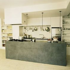 Effet déco façon béton sur le comptoir d'une cuisine