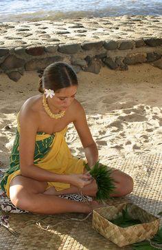 Fine Craft Polynesian Dance, Polynesian Islands, Polynesian Culture, Hawaiian Islands, Hawaiian Woman, Hawaiian Art, Island Girl, Big Island, Tahitian Dance