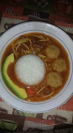 Sopa de salchichon bolitas de mofongo y aguacate