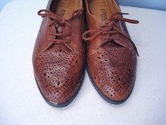 Vintage 1980s Shoes / Brown Leather Spectator Oxfords /