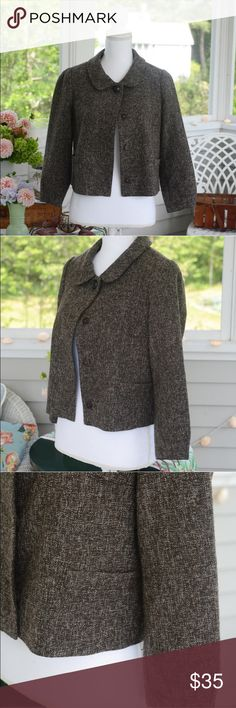 """Banana Republic Brown/White Tweed-Inspired Blazer This brown and white tweed-inspired blazer from Banana Republic is an instant classic! This gorgeous blazer features two front pockets, one large round shank button at the neck and three """"invisible"""" clasp buttons down the front and a lined interior. EXCELLENT condition! Size: 4. Banana Republic Jackets & Coats Blazers"""