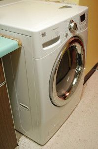 A nice overview of washer/dryer combos for tiny houses and explanation of what issues and features are involved.  A good article to start with when deciding on washer/dryers for your tiny house.  From Cozy Home Plans