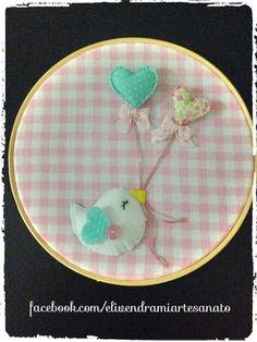quadro-bastidor-quadro-passarinho em feltro e tecido by Eli Vendrami artesanato