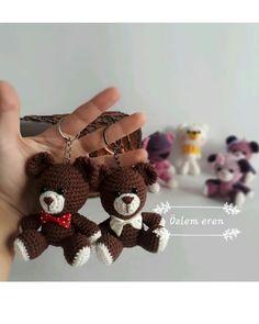No photo description available. Crochet Keychain, Crochet Necklace, Crochet Toys, Elsa, Minis, Origami, Jewelry, Free, Instagram
