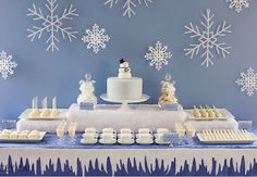 Party Frosting: Holiday inspiration: Snowflakes!