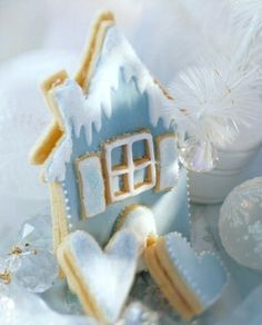 ❥Blue frosted winter Gingerbread House!!! Bebe'!!! Love this cookie!!!