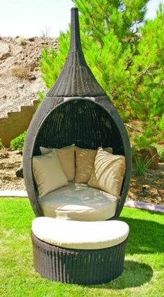 Outdoor Genie Chair for Your Patio; I'd spend most of my time here. Must have!