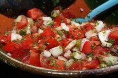 4 salate bune pentru orice masă de sărbătoare! Cu aceste rețete nu vei da greș niciodată. - Bucatarul Cilantro, Vegetable Dishes, Nachos, Lime, Vegetables, Ethnic Recipes, Diners, Food Recipes, Latin American Cuisine