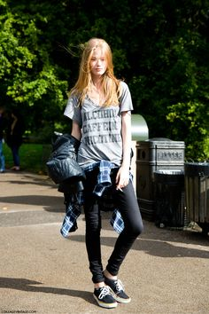 LFW-London_Fashion_Week_Spring_Summer_2014-Street_Style-Say_Cheese-Collage_Vintage-Model-Message_Top-.jpg (790×1185)