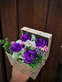 Nylon Flowers, Diana, Floral Wreath, Soap, Wreaths, How To Make, Handmade, Decor, Flowers