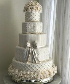 """10.6 mil curtidas, 124 comentários - O Universo das noivas (@ouniversodasnoivas) no Instagram: """"Sugestão de bolo lindoooo!! . #universodasnoivas #noiva #weddings #wedding #weddingday…"""""""