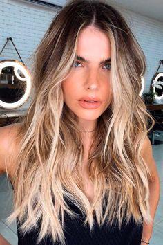 New Hair Colors, Cool Hair Color, Beige Hair Color, New Hair Color Trends, Colour Trends, Sandy Blonde Hair, Dark Roots Blonde Hair Balayage, Dark To Blonde, Blonde Hair With Dark Roots