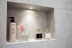 badrum nisch - Evelina Andersson - Metro Mode - Lilly is Love Relaxing Bathroom, Bathroom Inspo, Compact Living, Swedish House, Dream Bathrooms, Industrial Style, My Dream Home, Bathroom Medicine Cabinet, Floating Shelves