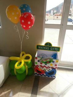 Cumpleaños numero uno 1st birtdhay Sesame street party kids party ideas plaza sesamo elmo box gifts caja regalos elmo sesame street party ideas