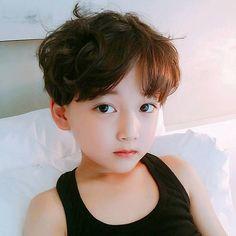 Có một cậu nhóc Hàn Quốc mới 7 tuổi, nhưng đã điển trai và ăn mặc