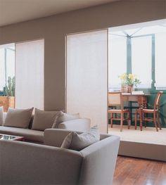 Aprovecha la terraza de la cocina para crear un tendedero bien equipado, con zona de lavado y plancha.