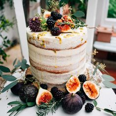 This single tier wedding cake is perfect for couples planning an intimate, rustic wedding. The autumnal colours and addition of fruits and seeds makes for a picture-perfect woodland finish and we just adore the rough icing finish.