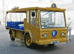 An electric milk float in Liverpool city centre, June 2005 Liverpool City Centre, Liverpool Home, Museum Of Curiosity, Alternative Fuel, Ice Cream Van, Combustion Engine, Electric Cars, Electric Vehicle, Fresh Milk