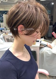 66 Chic Short Bob Hairstyles & Haircuts for Women in 2019 - Hairstyles Trends Asymmetrical Bob Haircuts, Layered Bob Hairstyles, Hairstyles Haircuts, Shot Hair Styles, Curly Hair Styles, Bob Pixie Cut, Haircut For Older Women, Pixie Haircut, Short Hair Cuts