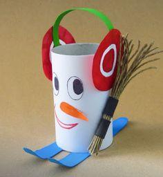 winter artwork - roll of paper - Lingerie Winter Crafts For Kids, Winter Kids, Diy For Kids, Snowman Crafts, Fall Crafts, Holiday Crafts, Toilet Roll Craft, Toilet Paper Roll Crafts, Diy Paper
