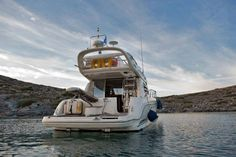With 2 cabins and sleeping accommodations for up to 5 passengers