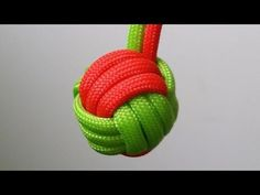 How to make a two color Monkey's Fist keychain - YouTube
