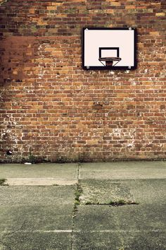 brick walls are pretty cool. High School Basketball, Sports Basketball, Basketball Photography, Hoop Dreams, Wood Stone, Picture Logo, Sports Photos, Playground, Photo Art