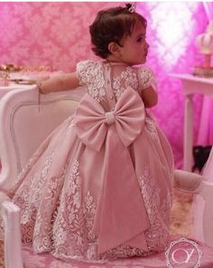 Children gowns Gowns For Girls, Frocks For Girls, Little Girl Dresses, Flower Girl Dresses, Baby Girl Birthday Dress, Birthday Dresses, Kids Gown, Kids Frocks Design, Baby Dress Patterns