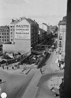 Götgatan under tunnelbyggnad, - Stockholmskällan Stockholm Sweden, Vintage Photographs, Old Pictures, Signage, Times Square, Louvre, Street View, Black And White, 1930s
