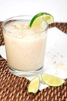 Rezept für Kokos-Smoothie mit Bananen, Limetten und Kokosflocken - Gaumenfreundin.de Foodblog