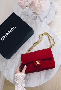 Handbags : Imagem de bag, fashion, and chanel Prada Bag, Chanel Handbags, Louis Vuitton Handbags, Fashion Handbags, Purses And Handbags, Fashion Bags, Summer Handbags, Gucci Purses, Fashion Clothes