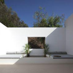 Great idea: sun tan beds built in to the terrace, keeping in mind sun/shade directions >> Beautiful Villa in Ibiza