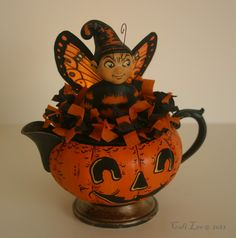 I love this little fairy in tea pot....what a real cutie !!!