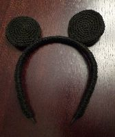 Free Crochet Pattern: Mickey or Minnie Mouse Ears Headband | Crochet Direct