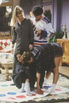 Lisa Kudrow as Phoebe Buffay, Matt LeBlanc as Joey Tribbiani, Courtney Cox as Monica Geller, & Jennifer Aniston as Rachel Green - F.R.I.E.N.D.S.