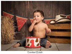 Vaquero en su sesión de smash, a cargo de nuestro amigo @dcardenasfotografia👌🍂 ¡Visita su galería de instagram!  ___________________________ ❝Eɴ ᴇʟ ғᴏɴᴅᴏ, sᴀʙᴇs ϙᴜᴇ ᴘᴜᴇᴅᴇs ᴄᴏɴᴛᴀʀ ᴄᴏɴ ɴᴏsᴏᴛʀᴏs❞  #YOelijoCANVACKS #BackdropsMexico #BabyPhotographyMx #BabyPhotography #BackdropsMx #FondosFotograficosMexico #bestbackdropsmexico #FondosParaEstudios  Distribuidores No. 1 de fotos impresas en canvas y fondos fotográficos.😃