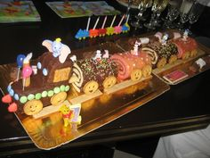 roulé                                                                                                                                                                                 Plus Funny Cake, Cakes For Boys, Cake Designs, Amazing Cakes, Gingerbread Cookies, Food Art, Love Food, Marzipan, Birthday Candles