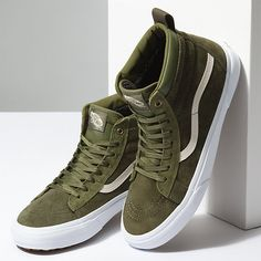 Secrets Of Sneaker Shopping – Sneakers UK Store Tenis Vans, Vans Sneakers, Sneakers Fashion, Mens Vans Shoes, Adidas Shoes, Fashion Boots, Cute Shoes, Me Too Shoes, Red Shoes