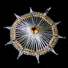 geklöppelter Silberanhänger mit Edelsteinen von GOSIKO auf DaWanda.com