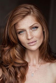 Freckled and Fabulous: Make-up Inspiration for Brides with Freckles Wow! I can see my daughter looking just like this when she is older! I'll have to show her this picture to remind her how beautiful freckles and red hair can be! Blond Rose, New Hair, Your Hair, Women With Freckles, Redhead With Freckles, Models With Freckles, Red Hair Color, Brownish Red Hair, Ginger Hair Color