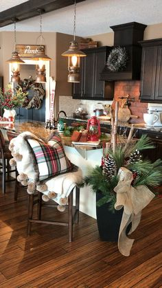 Cheap Christmas, Noel Christmas, Simple Christmas, White Christmas, English Christmas, Christmas Ideas, Christmas Gifts, Christmas Decor In Kitchen, Fire Place Christmas Decor