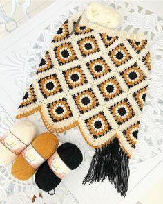 Yeni ciciş bitmek üzere. En son detay olarak bel lastiği ve püsküller eklendikten sonra yeni eteğimi ... Crochet Skirts, Knit Skirt, Crochet Clothes, Crochet Lingerie, Crochet Bikini Top, Crochet Granny, Diy Projects To Try, Bikinis, Knitwear