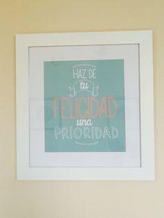 Haz de tu felicidad una prioridad. #posters #Phraseando