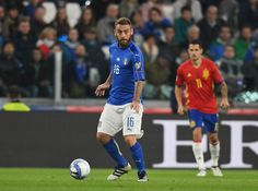 Daniele De Rossi of Italy in action during the FIFA 2018 World Cup Qualifier between Italy and Spain at Juventus Stadium on October 6, 2016 in Turin, Italy.