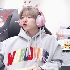 baby need milk👶🍼 Baekhyun, Kaisoo, Chanbaek, Exo Exo, K Pop, Exo Stickers, Sing For You, Xiuchen, Kpop Guys