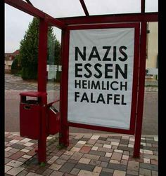 Street-Artists kleben in Freital Anti-Rassismus-Plakate