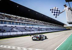 Los equipos de los clientes de Audi lograron un resultado uno-dos en el quinto evento de la Serie Sprint Blancpain (BSS). En la carrera principal en el Autódromo Internacional do Algarve, cerca de Portimão, Robin Frijns y Laurens Vanthoor en el Audi R8 LMS ultra de la empresa belga Audi del equipo del club WRT...