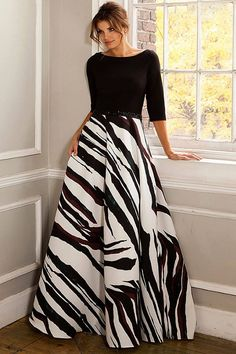 Evening Dresses, New arrivals, Thousands of choices. Evening gowns and Formal evening dresses you must have. Win a free Evening Dress or gown, and more giveaways every day. Designer Evening Dresses, Formal Evening Dresses, Evening Gowns, Long Skirt Outfits, Dress Outfits, Fashion Dresses, Fashion Mode, Moda Fashion, Mode Kimono