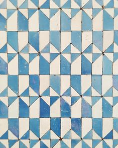 More tiles from yesterday's trip to the tile museum in Lisbon. Via Rebecca Atwood tiles design inspiration Tile Patterns, Textures Patterns, Print Patterns, Quilt Modernen, Geometric Tiles, Portuguese Tiles, Surface Pattern Design, Colour Pattern, Tile Art